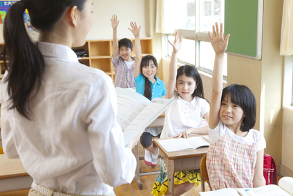 """Devenir, naru en japonais. Natteiru signifie avec ni : un événement est ou a été prévu et avec kara """"être composé""""."""
